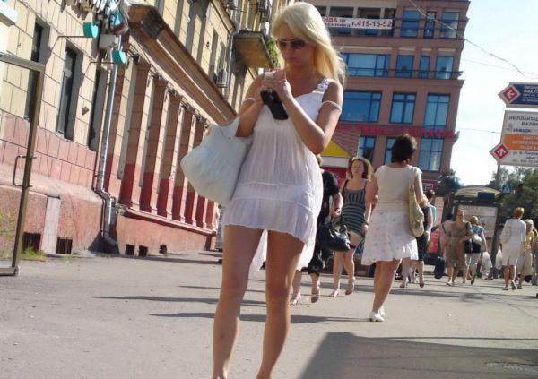 【街撮り】ロシアの街で流行ってる「透けファッション」とかいう服エッロwwwww・5枚目