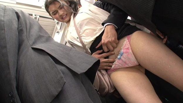 【痴漢エロ】電車でガチのチカン被害に遭ってる女の子が撮影される・・・(画像あり)・76枚目