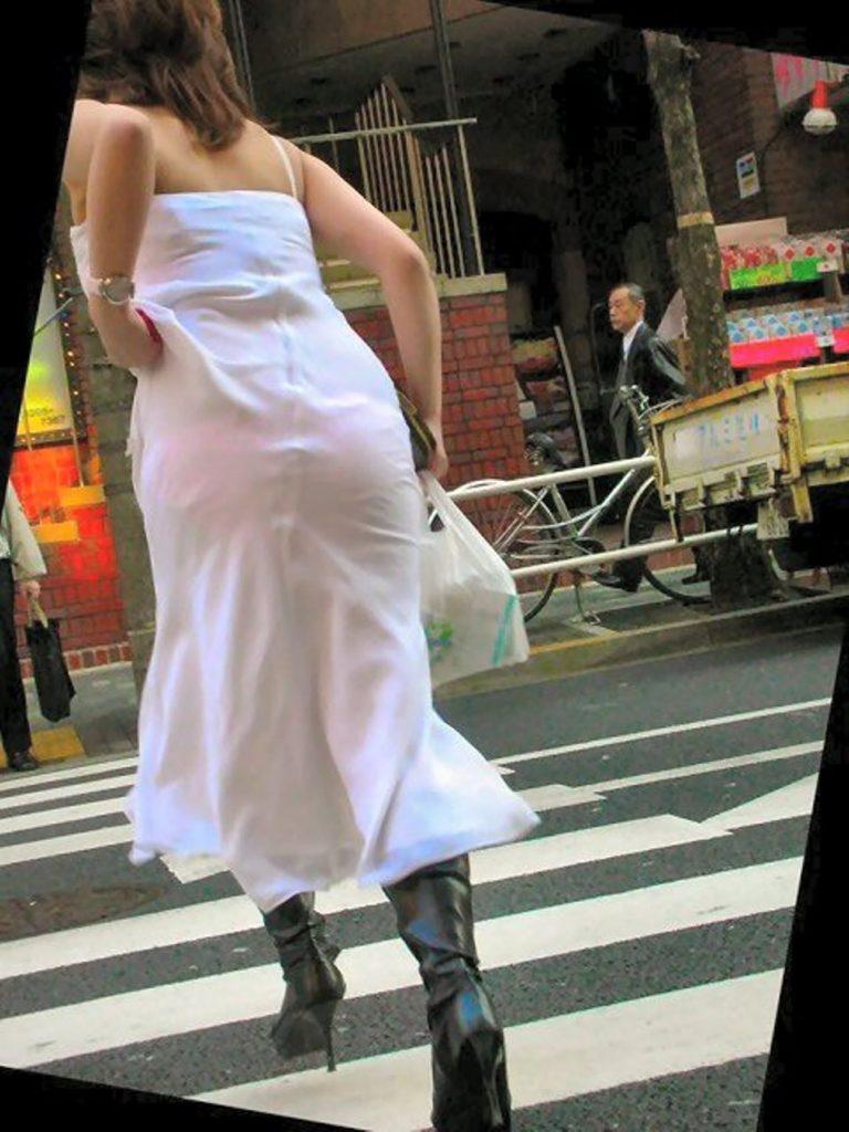 【街撮り】ロシアの街で流行ってる「透けファッション」とかいう服エッロwwwww・9枚目