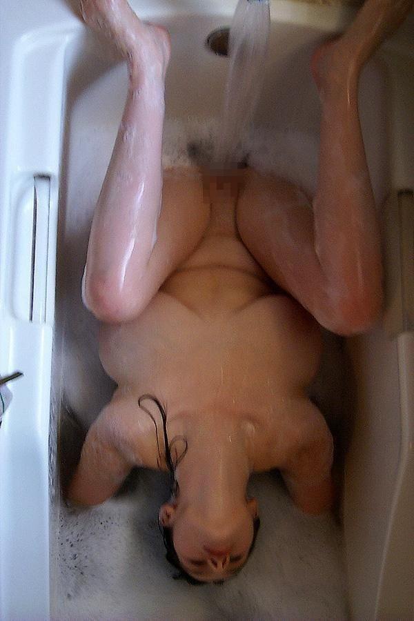 【エロGIF】水圧でオナニーする女たち。水圧は十人十色で草wwwwwww・11枚目