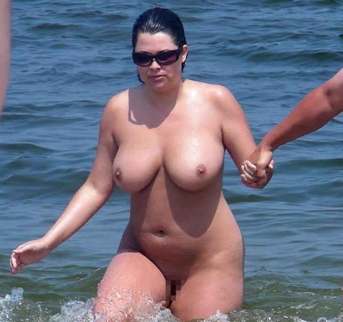 ヌーディストビーチに行ったワイ、好みのポチャ女だけ撮影して帰るwwwwwww(エロ画像)・13枚目