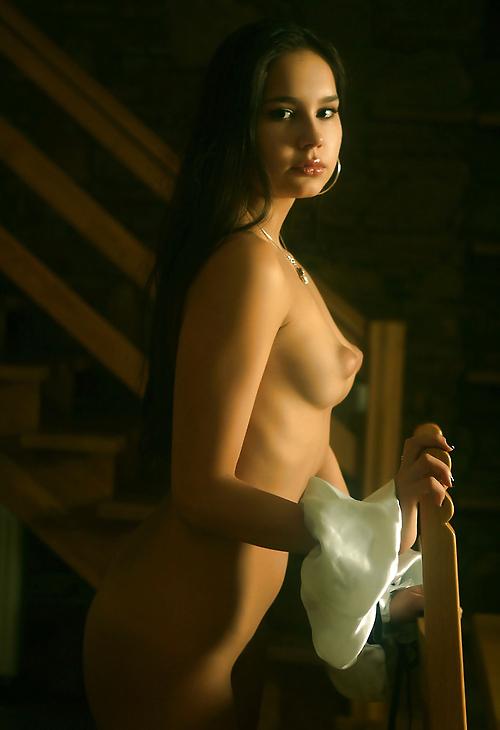 【おっぱい】乳輪が「ぷっくり」しちゃってる女の子のエロ乳がこちらwwwwww・15枚目