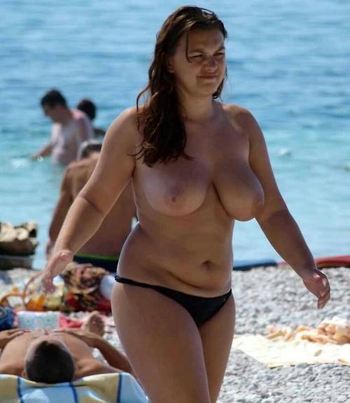 ヌーディストビーチに行ったワイ、好みのポチャ女だけ撮影して帰るwwwwwww(エロ画像)・16枚目