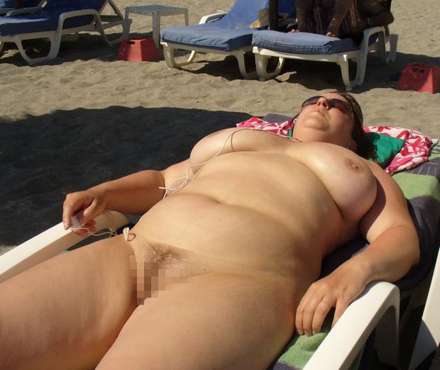 ヌーディストビーチに行ったワイ、好みのポチャ女だけ撮影して帰るwwwwwww(エロ画像)・17枚目