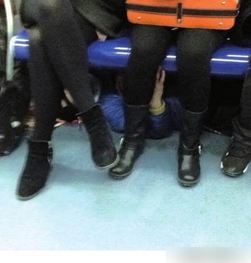 【ガチ痴漢】電車でチカン被害に遭ってる女の子が撮影される・・・(画像あり)・17枚目