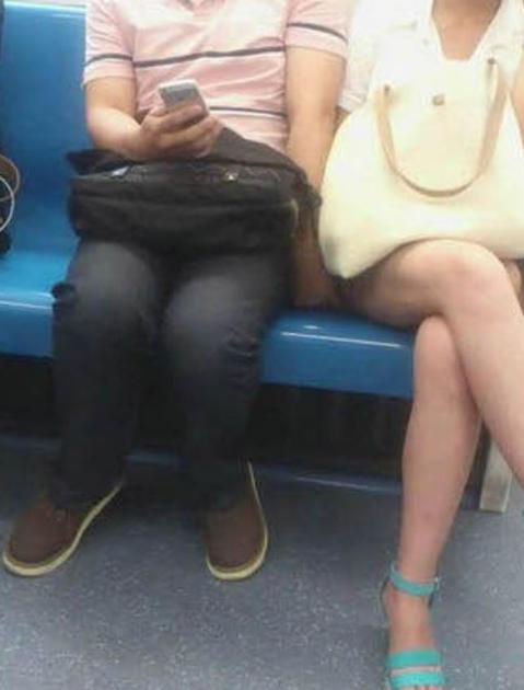 【ガチ痴漢】電車でチカン被害に遭ってる女の子が撮影される・・・(画像あり)・18枚目