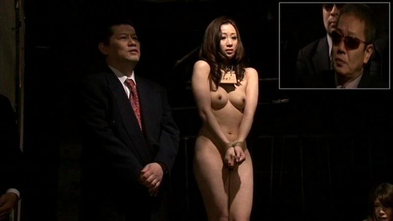 【人身売買】性奴隷オークションで女が買われる光景がこちら。。(画像あり)・2枚目