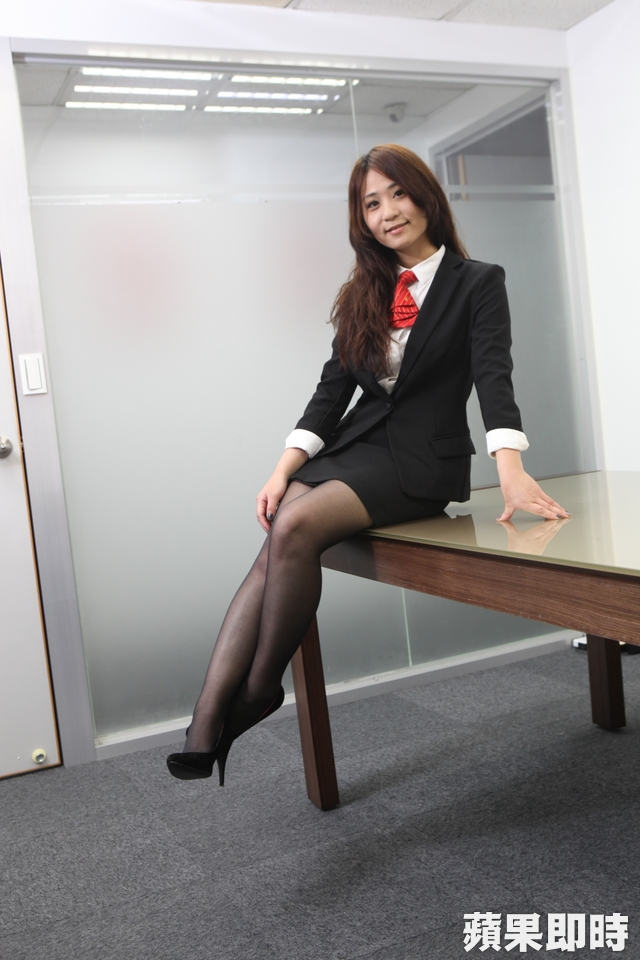 【OLエロ】台湾の働く女の子がエチエチすぎると話題に。整形感が半端ないwwwww・2枚目