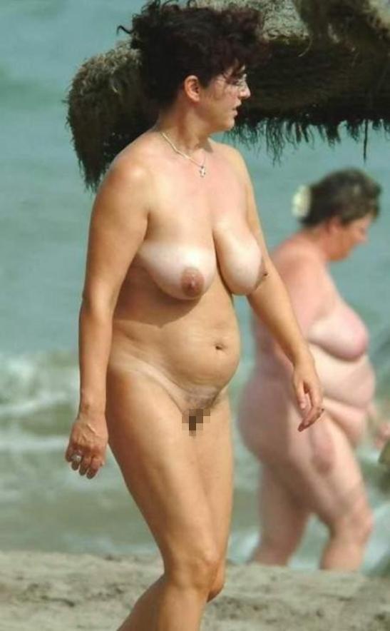 ヌーディストビーチに行ったワイ、好みのポチャ女だけ撮影して帰るwwwwwww(エロ画像)・20枚目