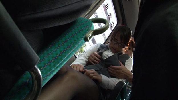 【痴漢エロ】電車でガチのチカン被害に遭ってる女の子が撮影される・・・(画像あり)・86枚目