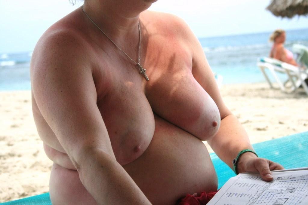 ヌーディストビーチに行ったワイ、好みのポチャ女だけ撮影して帰るwwwwwww(エロ画像)・3枚目