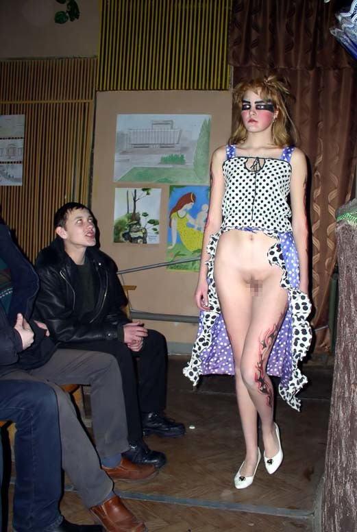 ファッションショーで「下半身」を丸出しにしてるモデルがいるんだがwwwwww(エロ画像)・15枚目