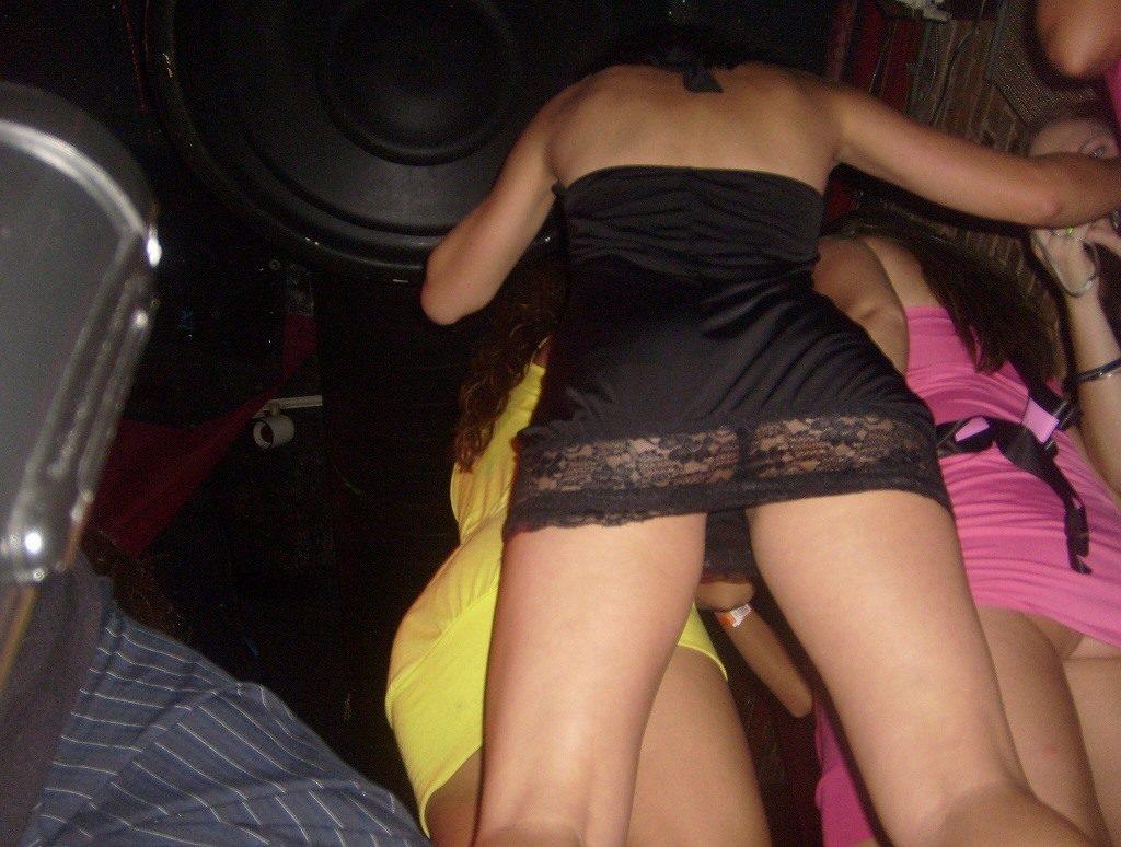 【エロ画像】本場のクラブに行ったワイ、高すぎるパンチラ率に勃起不可避wwwwww(36枚)・15枚目