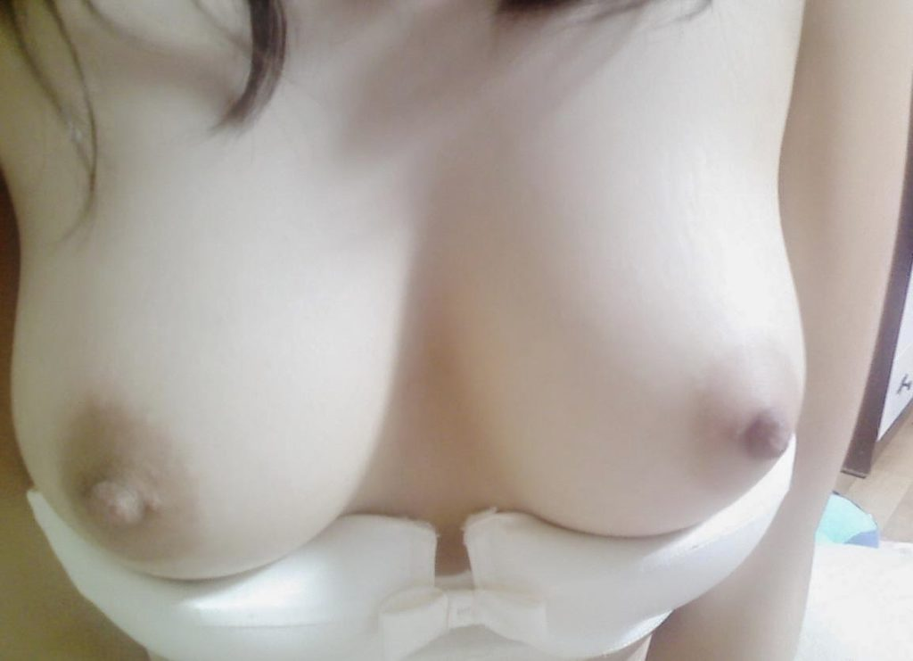 【素人エロ】巨乳娘の素人まんさん、おっぱい撮ってSNSにうpしてしまうwwwwww(37枚)・16枚目