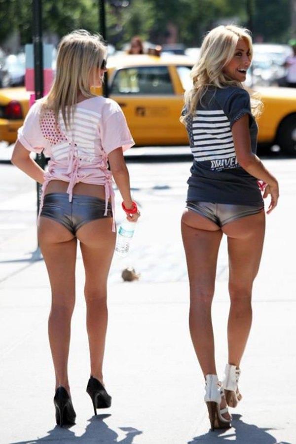 【尻フェチ】ショーパンからケツがハミ出てる女の街撮り画像まとめwwwwwwww(46枚)・13枚目