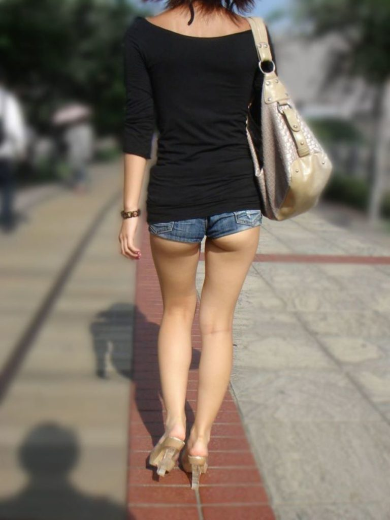 【尻フェチ】ショーパンからケツがハミ出てる女の街撮り画像まとめwwwwwwww(46枚)・7枚目