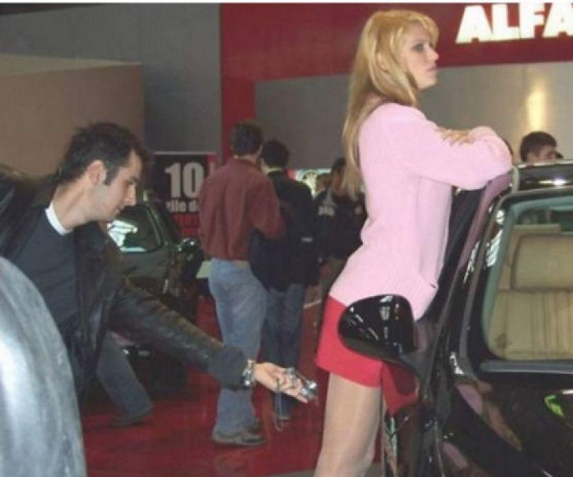 盗撮被害に遭ってる女の子を撮影した瞬間の画像。犯人の根性が半端じゃないwwwwww(画像あり)・22枚目