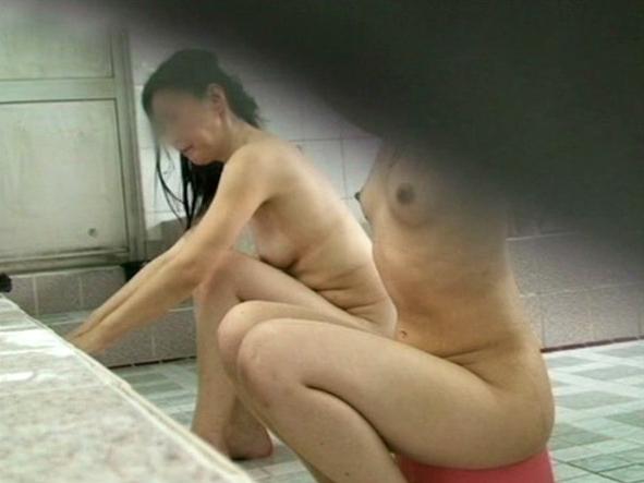 """【盗撮】修学旅行生の""""女湯""""を撮影した秘蔵映像がこれ。。(画像あり)・20枚目"""