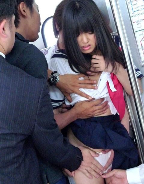 【痴漢エロ】電車でガチのチカン被害に遭ってる女の子が撮影される・・・(画像あり)・47枚目