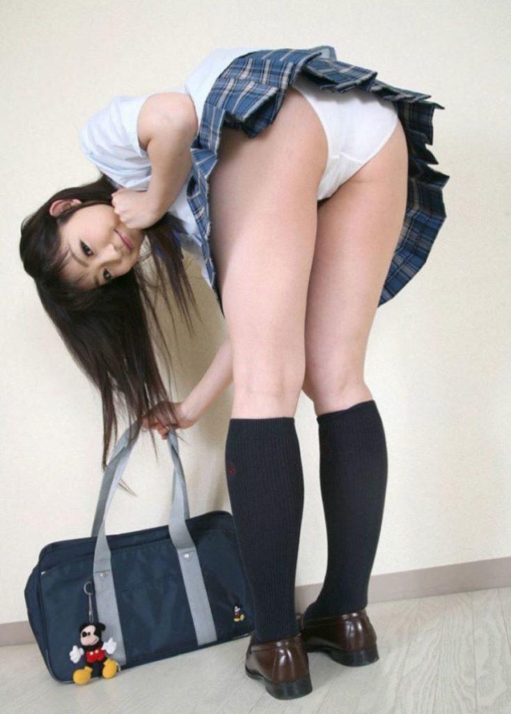 【JK 尻】身体ばっかり発育した女子学生のプッリプリなケツがこちら。(71枚)・37枚目