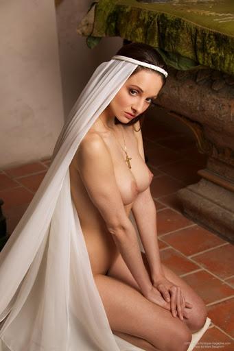 【エロ画像】絶対に処女じゃないシスターがこちら。神への冒涜です・・・・16枚目