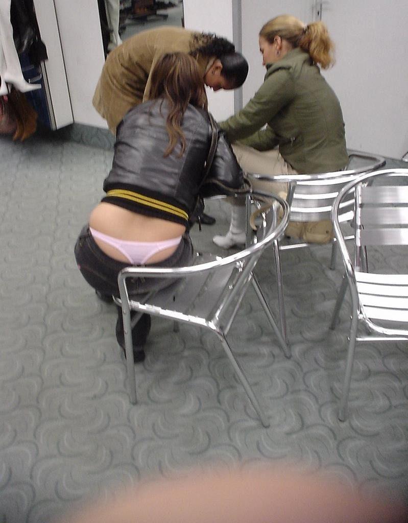 【学校 パンチラ】パンツ天国の学校で盗撮された写真。同級生が晒すwwwwww・16枚目