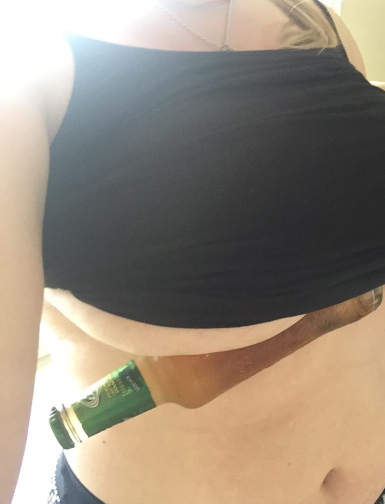 【エロ画像】またまた流行してしまった「下乳」のおっぱいチャレンジがこれwwwwww・18枚目