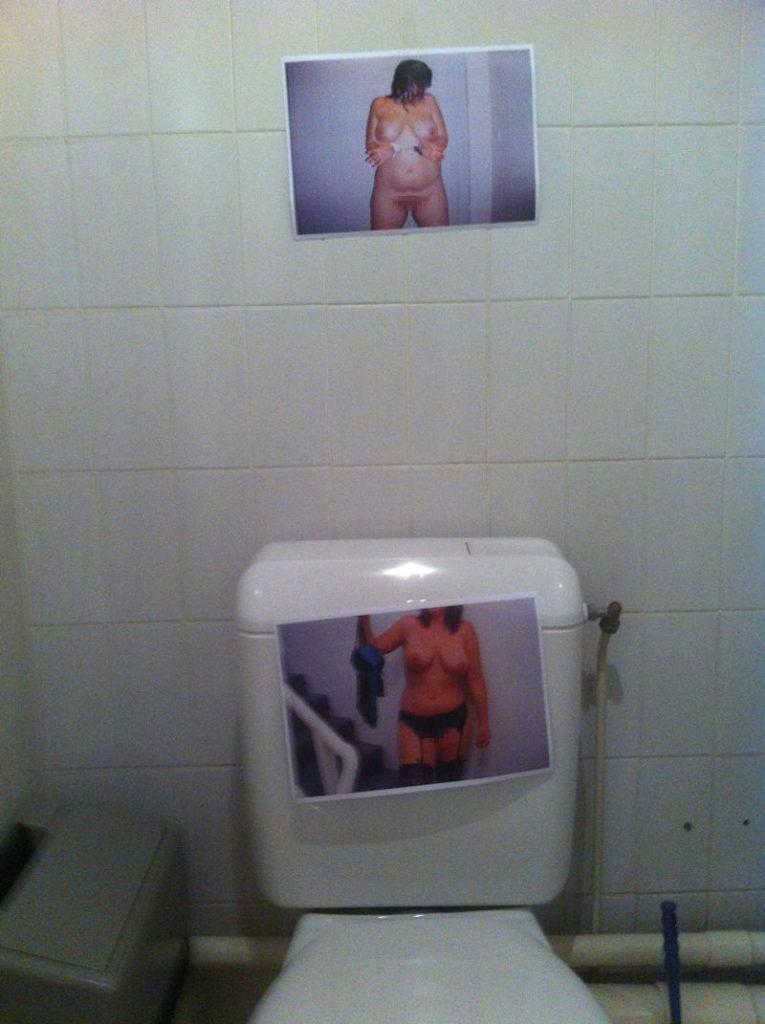 【エロ画像】エッチな写真を撮られた女さん、色んな場所に写真をバラ撒かれる・・・・19枚目