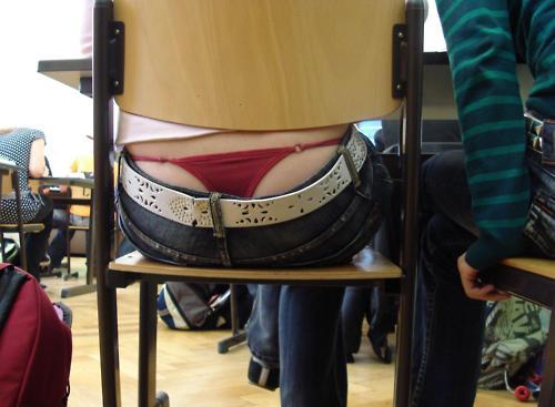 【学校 パンチラ】パンツ天国の学校で盗撮された写真。同級生が晒すwwwwww・19枚目