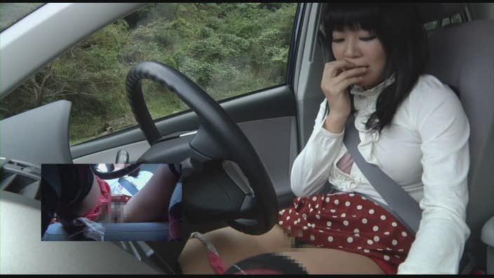 【オナニー画像】車の運転手に自慰行為をする女さんが撮影されるwwwwww・19枚目
