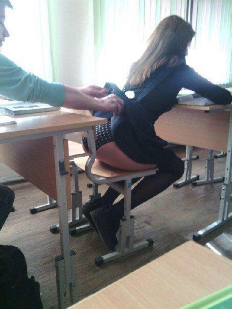 ロシアの学校で撮影された女子生徒の画像。。男子はガチで勉強どころじゃないwwwwww(エロ画像)・21枚目