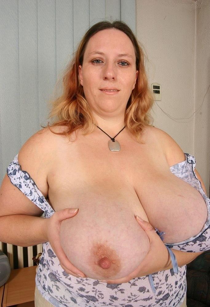 【超乳】海外の爆乳女さんのエロ画像。このレベルはただのバケモノです・・・(エロ画像)・21枚目