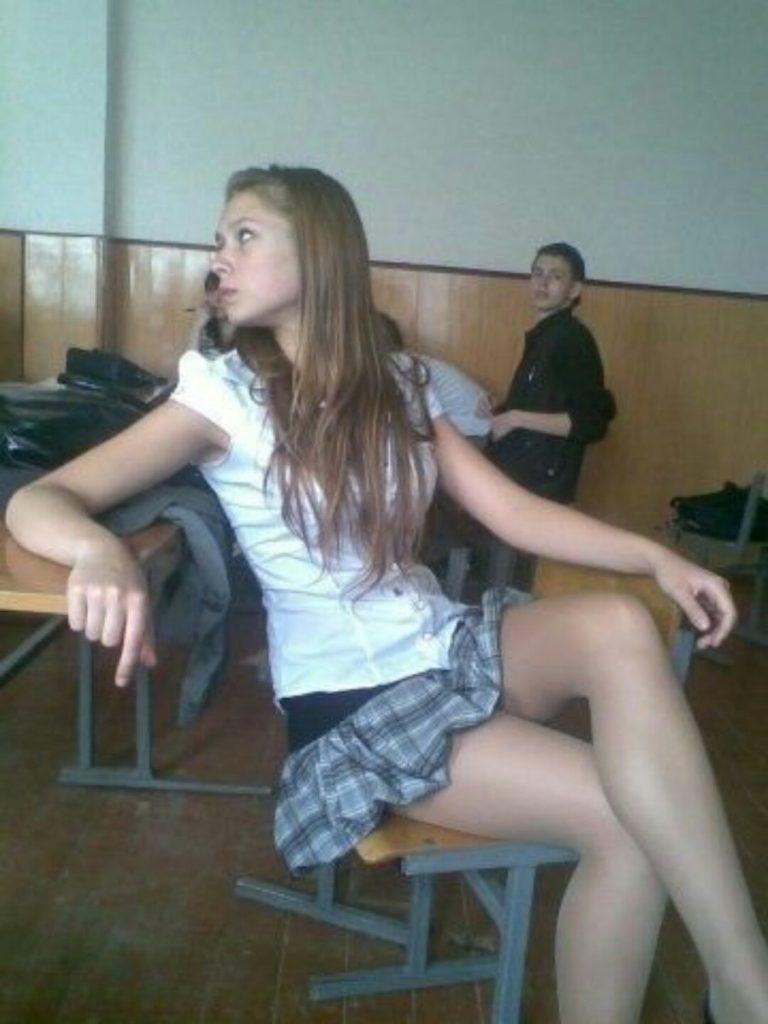 ロシアの学校で撮影された女子生徒の画像。。男子はガチで勉強どころじゃないwwwwww(エロ画像)・24枚目