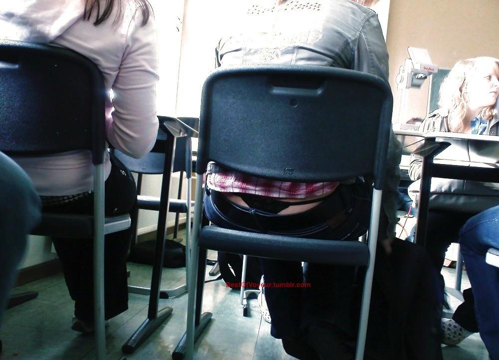 【学校 パンチラ】パンツ天国の学校で盗撮された写真。同級生が晒すwwwwww・24枚目