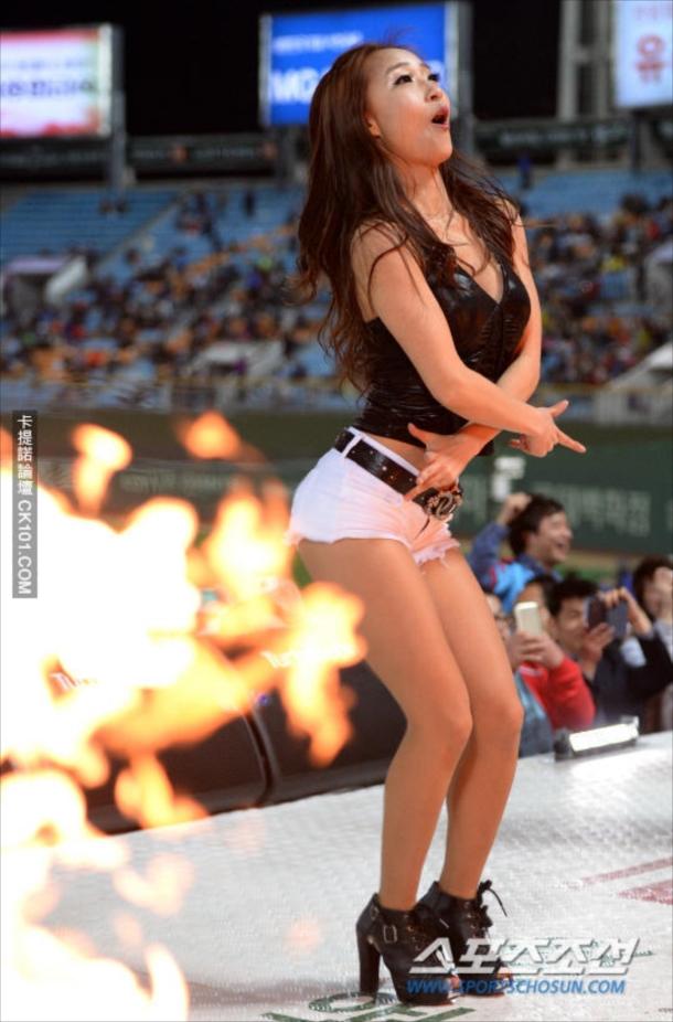 【韓国エロ】世界で話題の韓国チアリーダー、ガチで顔も身体も100点ですwwwwww・21枚目