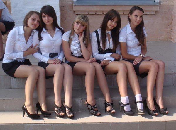 ロシアの学校で撮影された女子生徒の画像。。男子はガチで勉強どころじゃないwwwwww(エロ画像)・27枚目