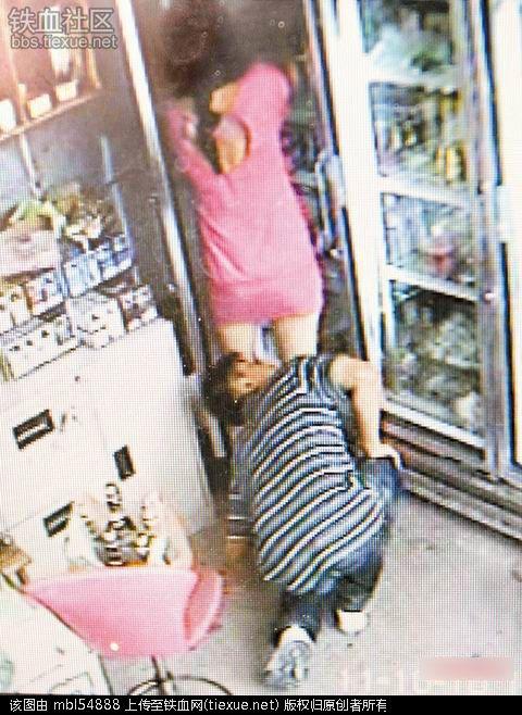 【ガチ盗撮】街中で女の子たちを狙う盗撮犯さん逆に盗撮され晒されるwwwww・27枚目