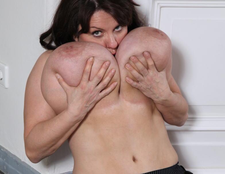 【超乳】海外の爆乳女さんのエロ画像。このレベルはただのバケモノです・・・(エロ画像)・27枚目