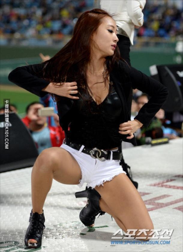 【韓国エロ】世界で話題の韓国チアリーダー、ガチで顔も身体も100点ですwwwwww・34枚目
