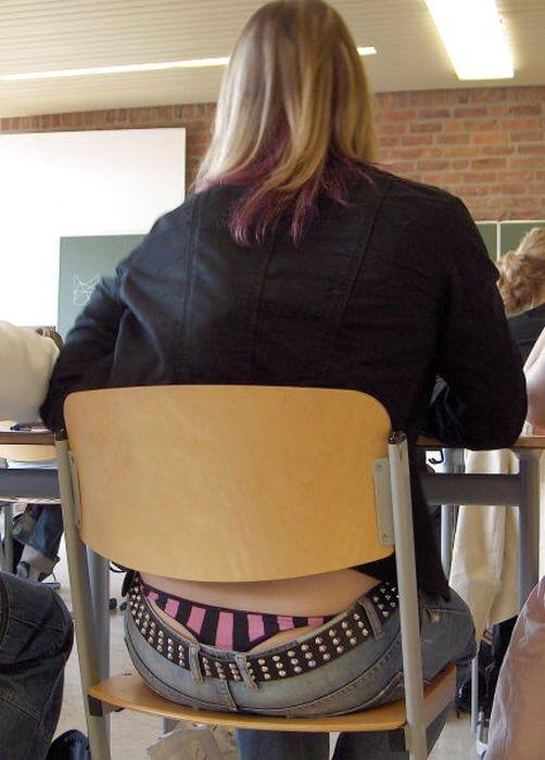 【学校 パンチラ】パンツ天国の学校で盗撮された写真。同級生が晒すwwwwww・7枚目