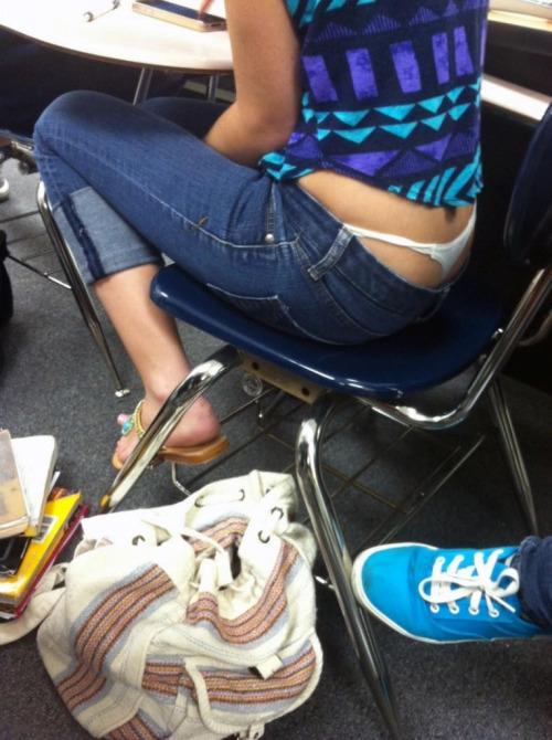 【学校 パンチラ】パンツ天国の学校で盗撮された写真。同級生が晒すwwwwww・8枚目