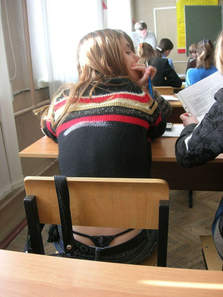 【学校 パンチラ】パンツ天国の学校で盗撮された写真。同級生が晒すwwwwww・9枚目