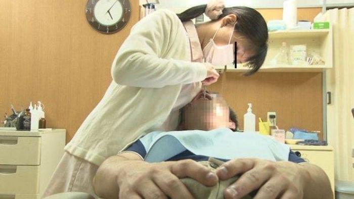 """【エロ画像】男だったら絶対に意識する""""歯科衛生士""""のおっぱいがコレwwwwww・12枚目"""