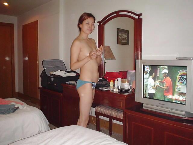 【売春婦エロ】数千円で中出しできるアジアのお嬢たちをご覧ください。。(エロ画像)・19枚目