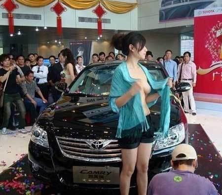 【エロ画像】ストリップ劇場と化した中国のモーターショー。車はいらんwwwwww・19枚目