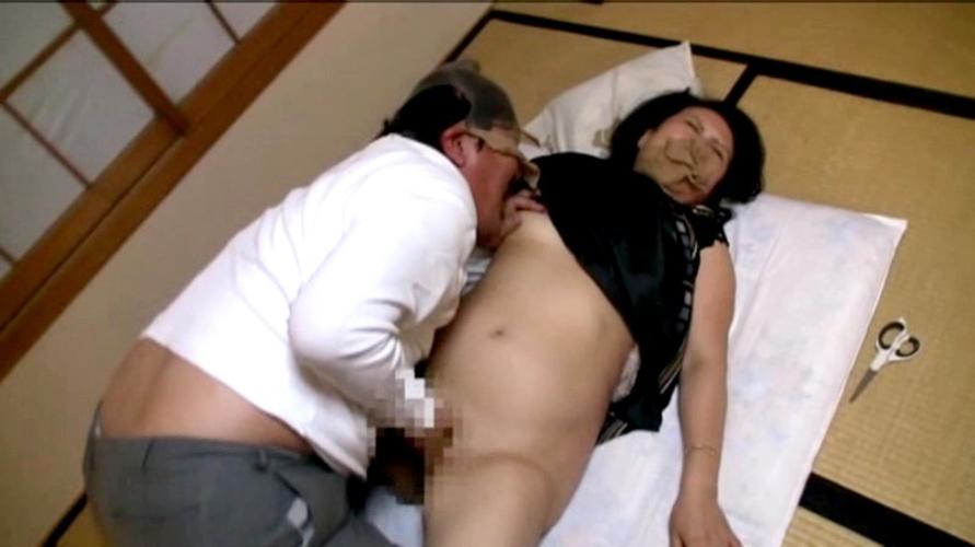レイプ願望がある熟女さん、ガチでメチャクチャにされる。。容赦ないなぁ…(エロ画像)・20枚目