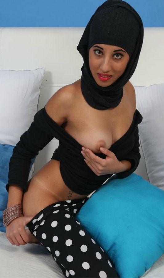 【レイプ覚悟】身体に自信があるイスラム女子さん、SNSで裸体を晒す。。・33枚目