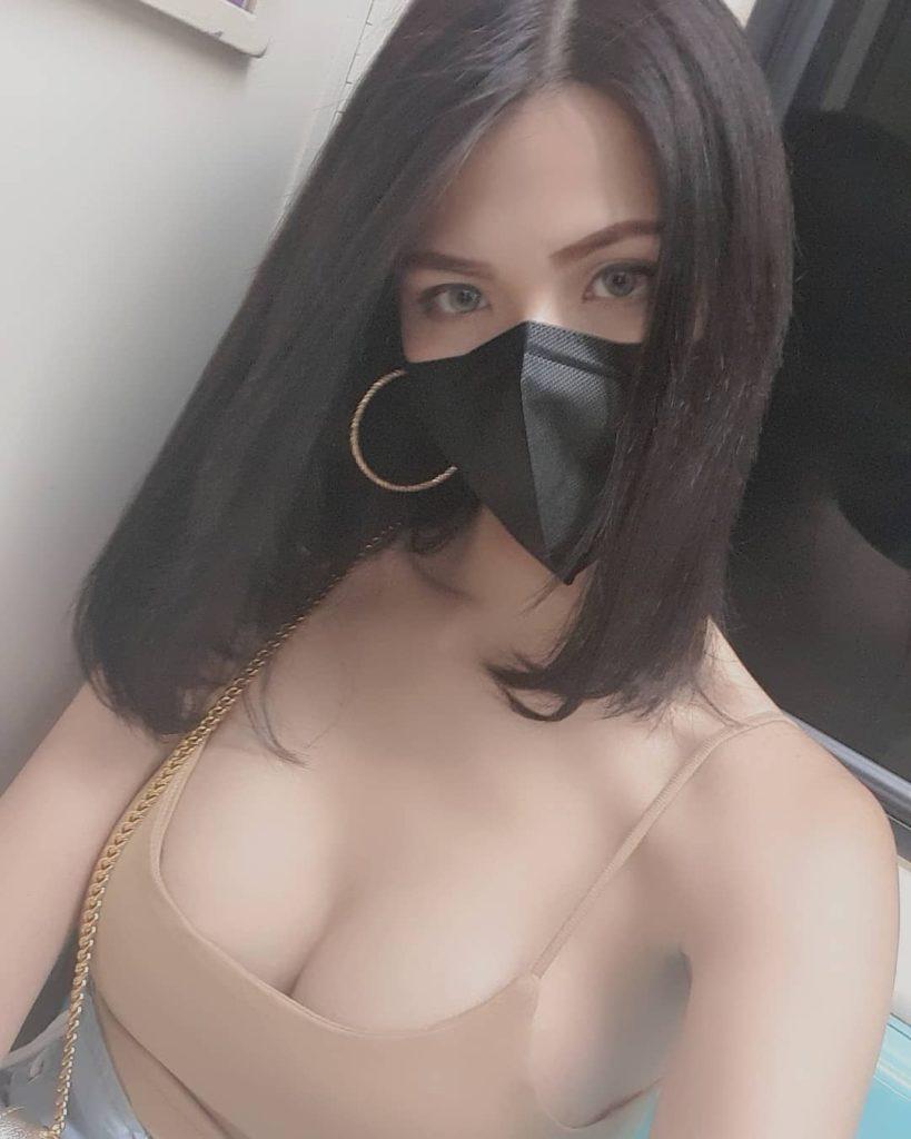 """【素人エロ】自粛まんさん、マスクで顔隠し""""おっぱい""""ほぼ出しwwwwww(エロ画像)・3枚目"""