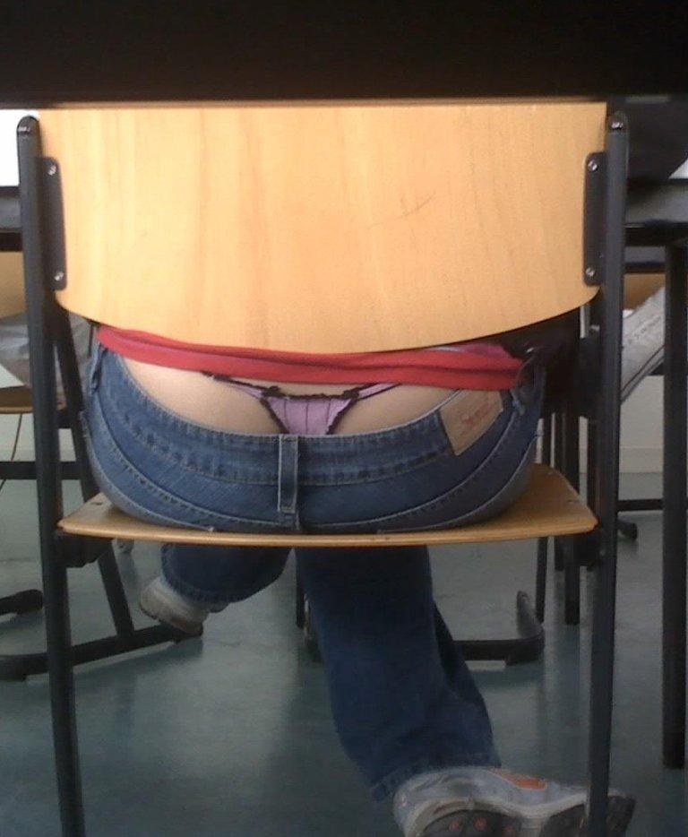 【盗撮】学校の教室でパンチラ撮りまくったマジキチが写真を晒すwwwwww・22枚目