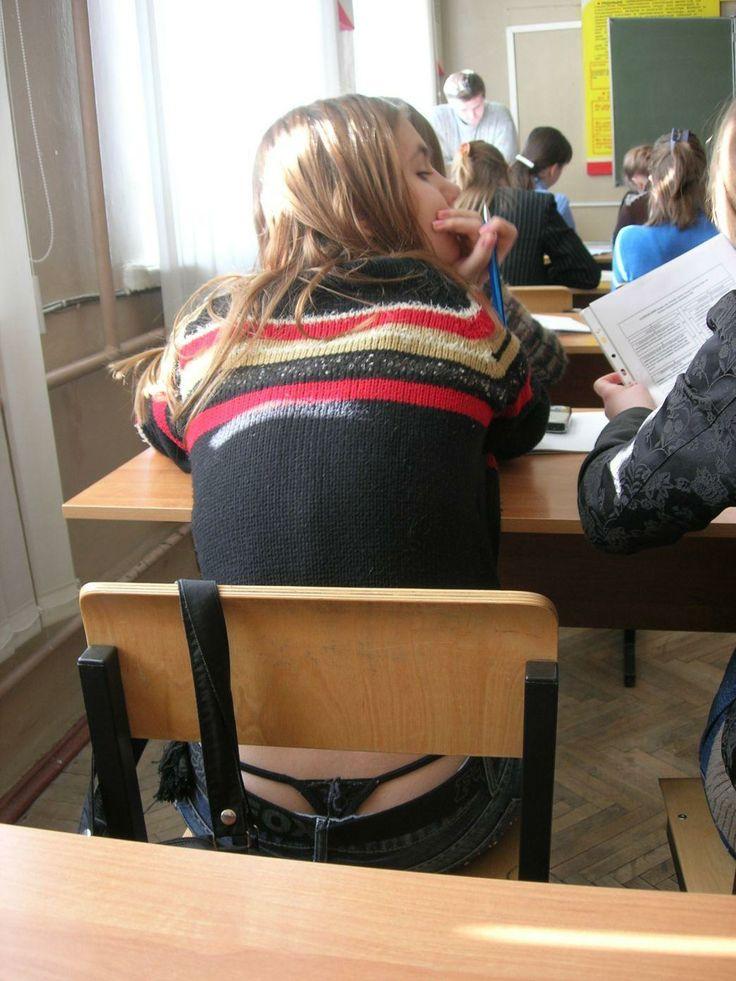 【盗撮】学校の教室でパンチラ撮りまくったマジキチが写真を晒すwwwwww・27枚目